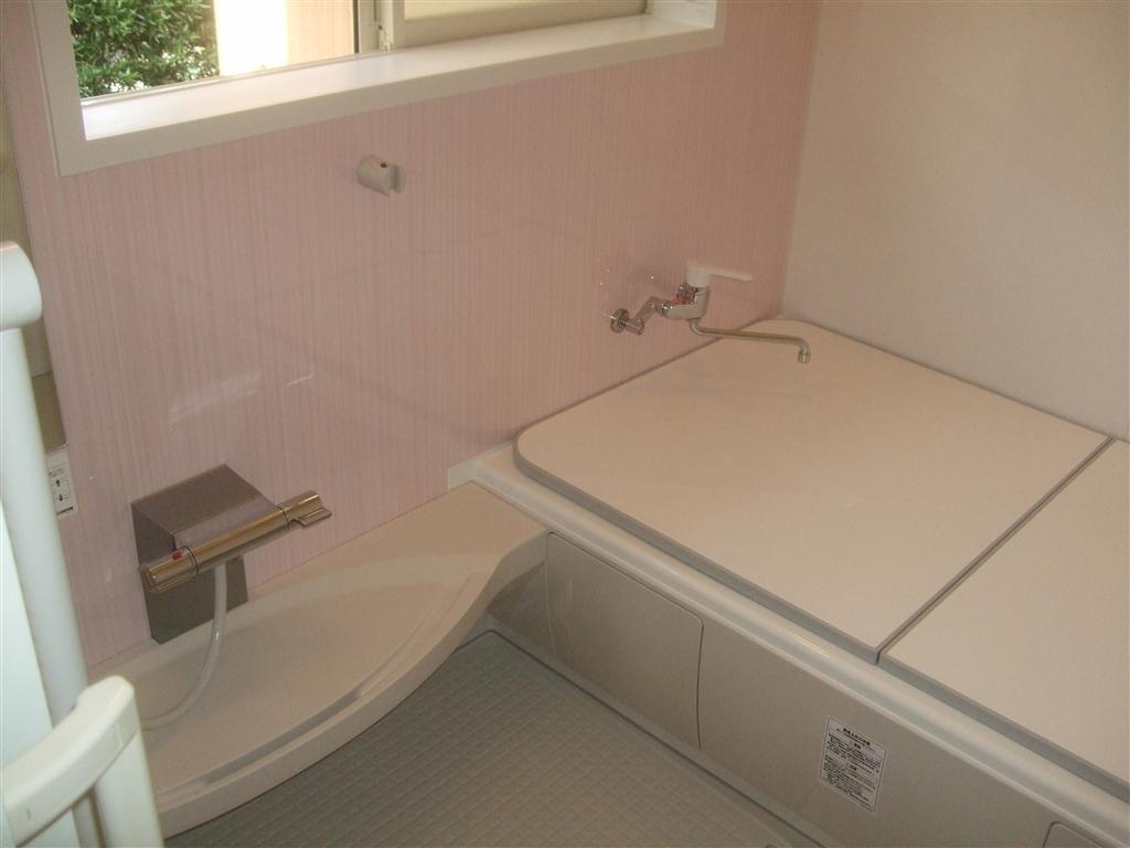 少し広い浴室ですが・・・システムバスに改装!