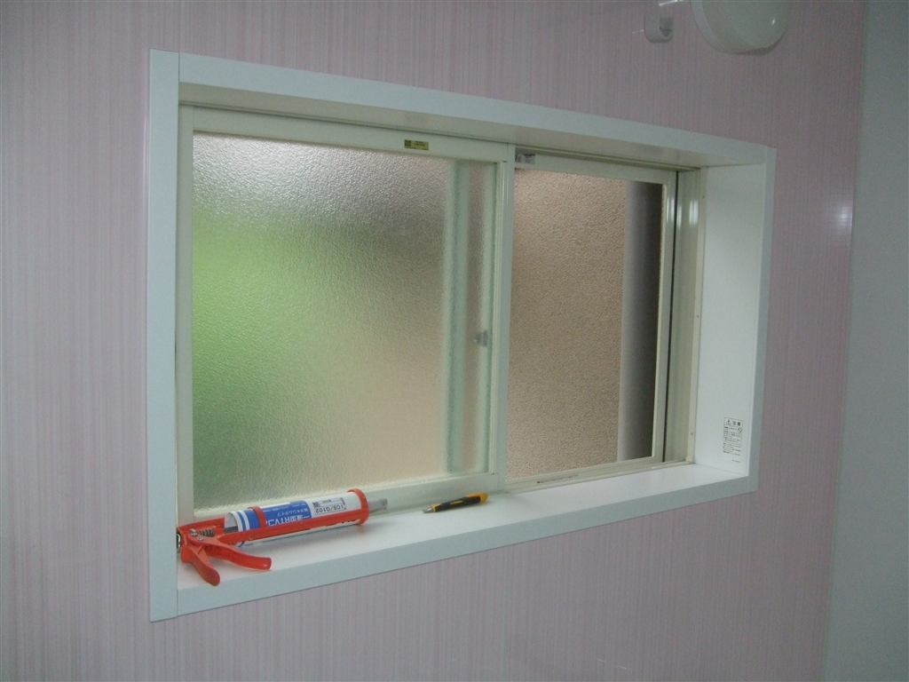 少し広い浴室ですが・・・システムバスに改装!窓