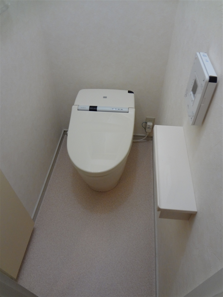1Fトイレはタンクの無いものに☆