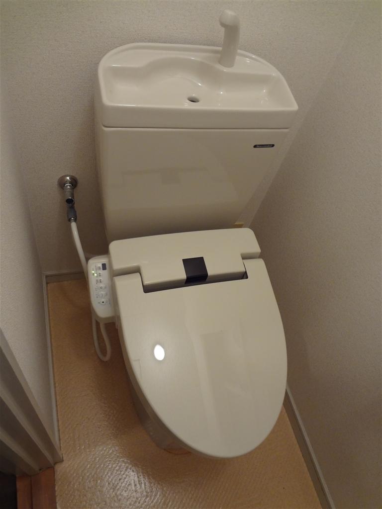 2Fはお尻洗う機能付のトイレに☆