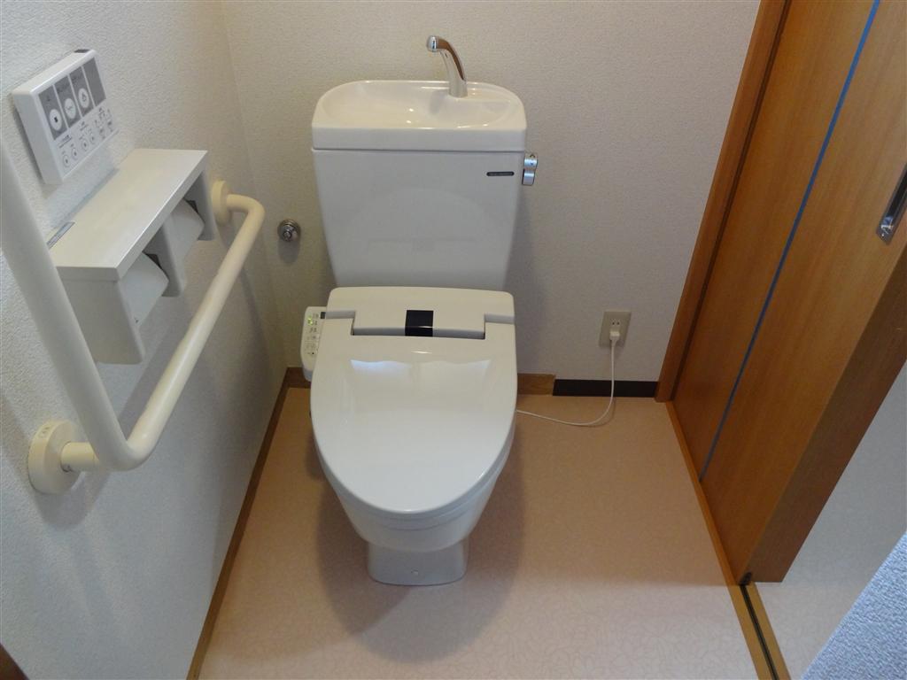 伊豆の国市:中古住宅全面改装工事 10 1Fトイレ改装工事 介護仕様
