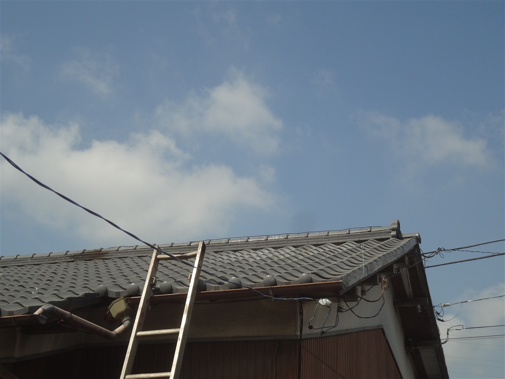 屋根上の太陽熱温水器を撤去!