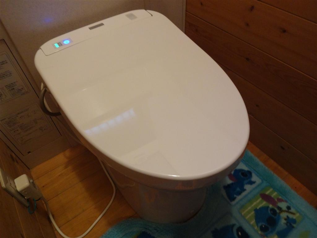 家を建てた時からある1・2Fのトイレ便座が調子悪いので取替え