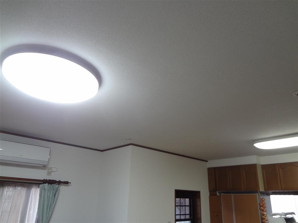 家の天井や壁のクロスの汚れが気になります。!