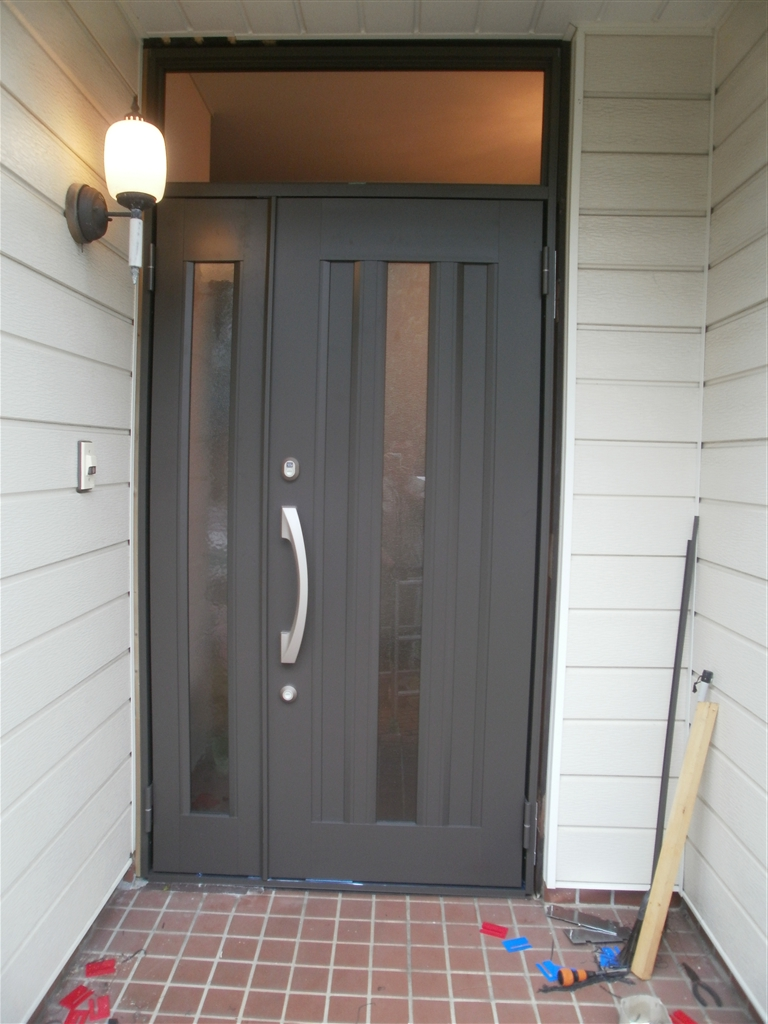 玄関の親子扉を新しくしてください。