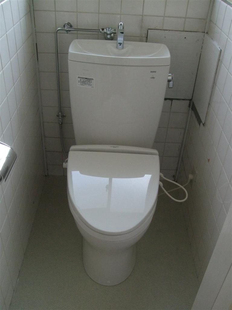 えいごのひろば 改装工事 2Fトイレ取替え