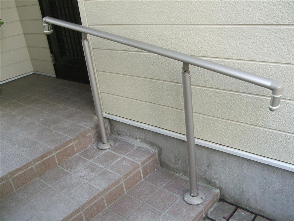 退院したら生活できるように手すりを! 玄関アプローチ・階段
