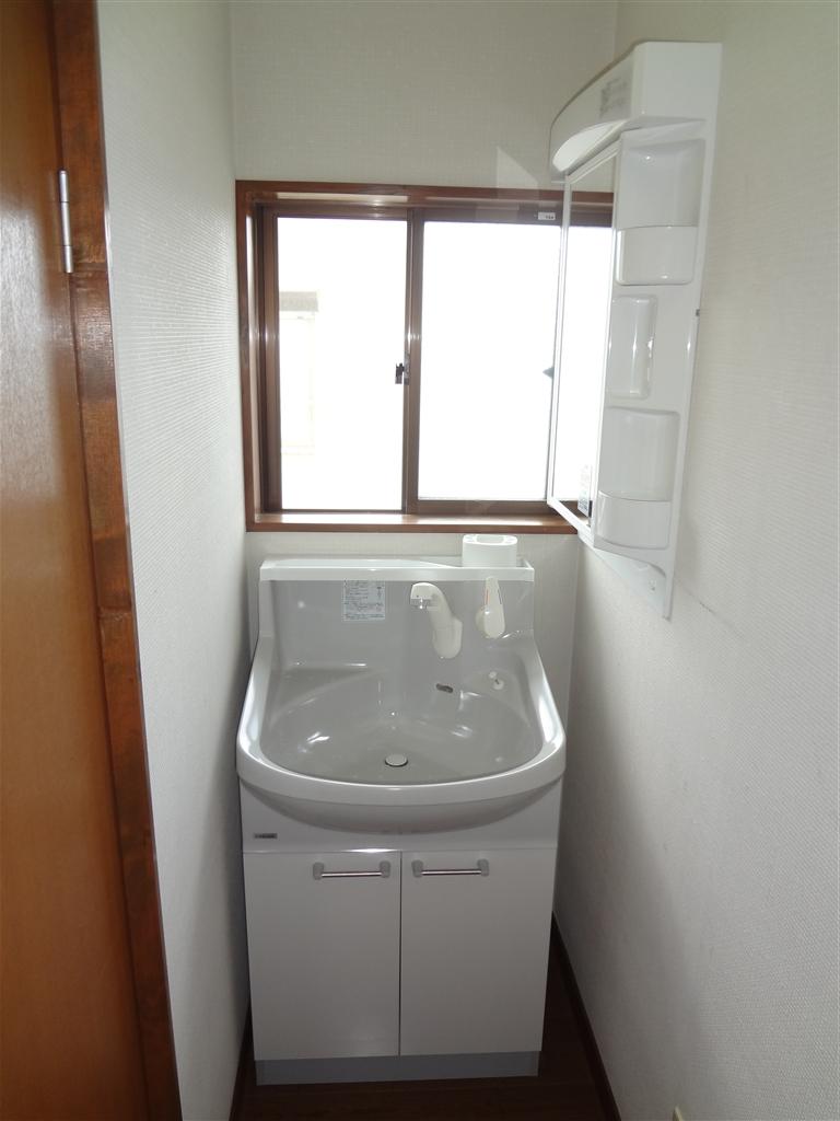 2Fの洗面化粧台も鏡が欲しいです!