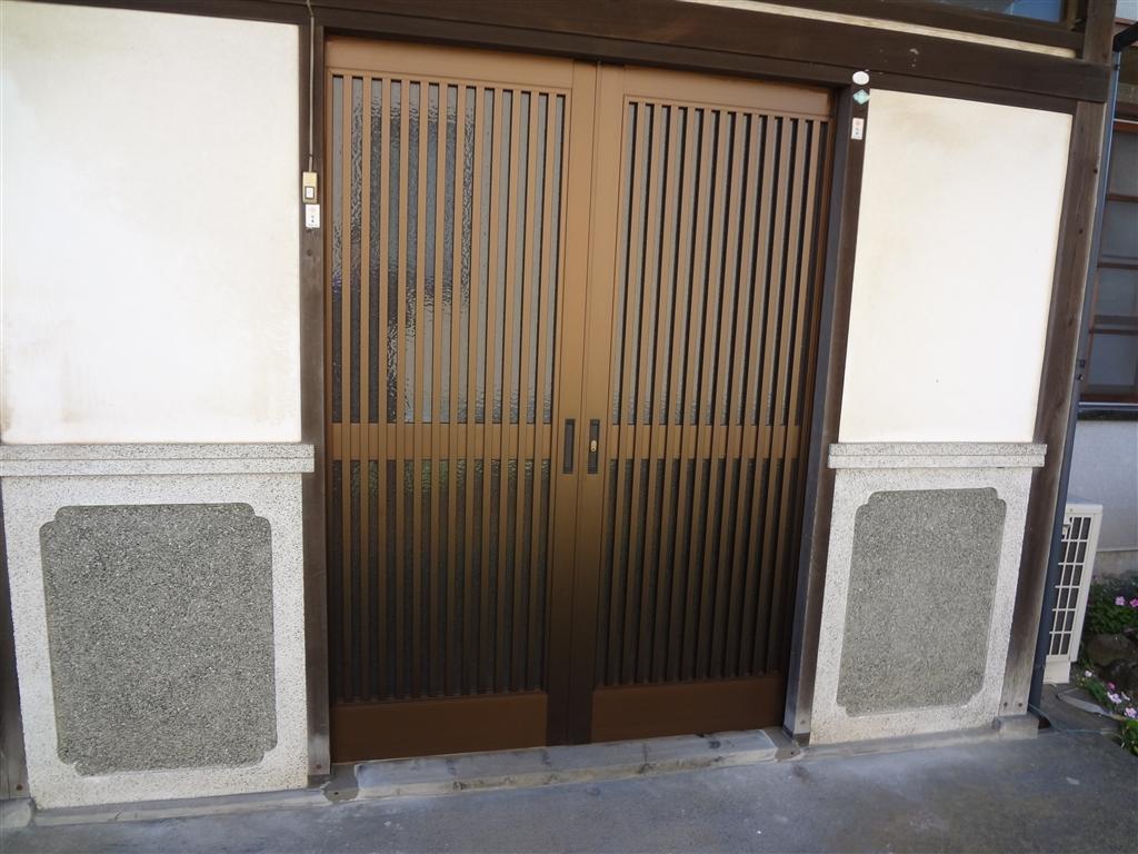 玄関引分扉を取替え!
