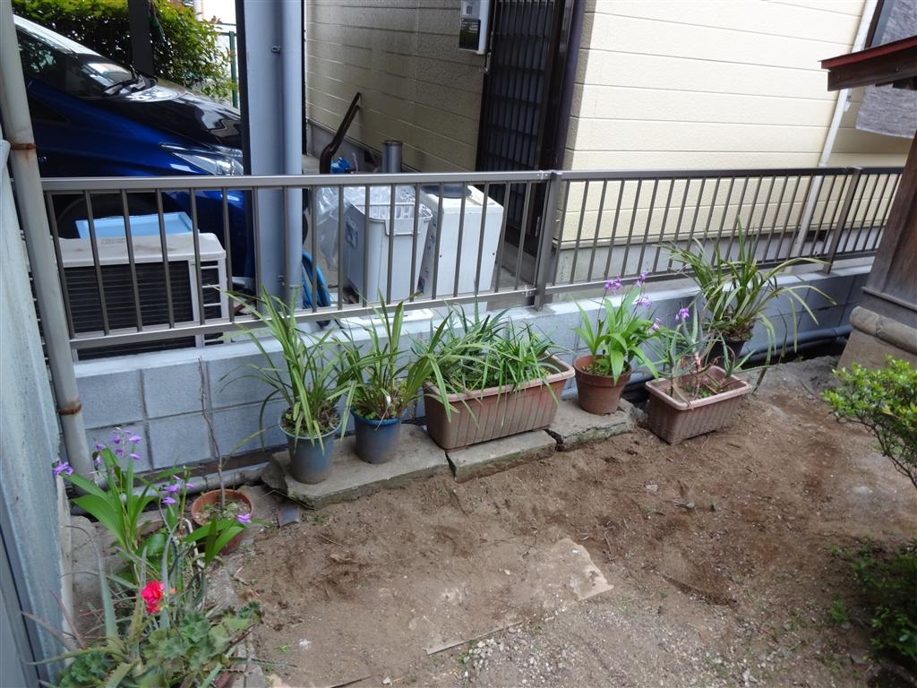 塀と雨樋を補修してください。