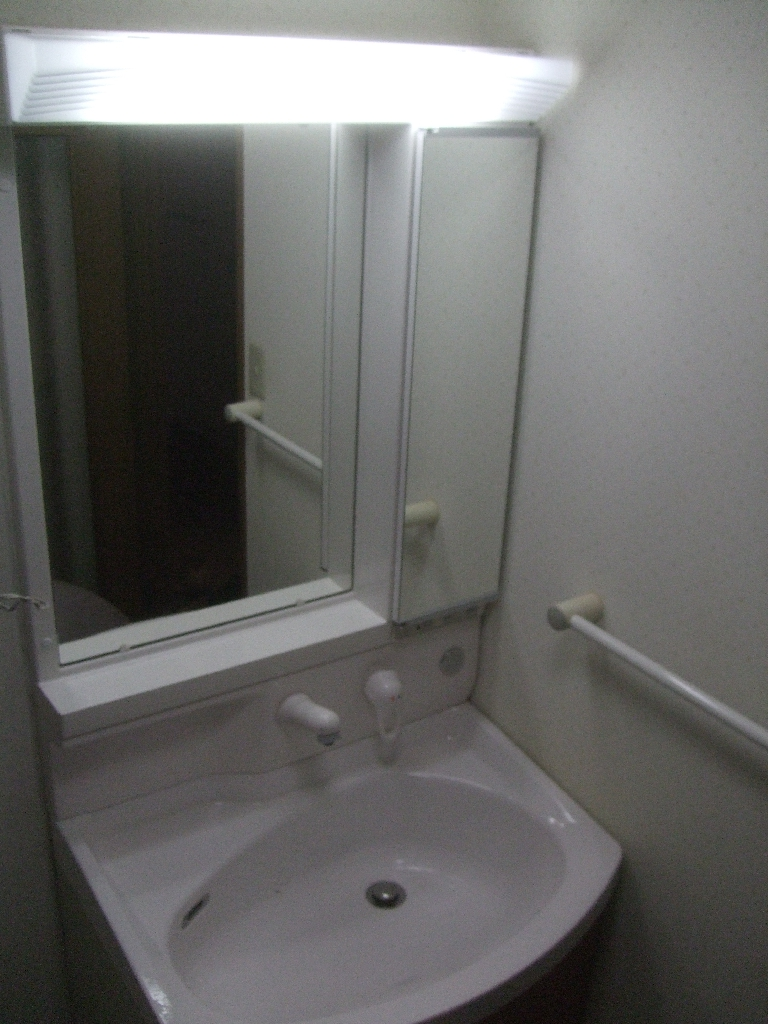 マンションの洗面化粧台、水が漏れているので・・・