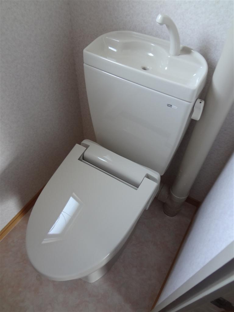 アパート トイレの結露に長年悩みました。 A