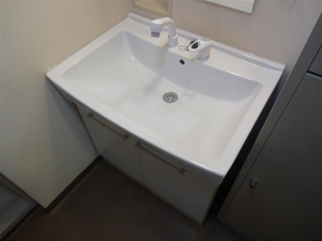 長く使用しましたが・・・洗面台だけ取替えてください。