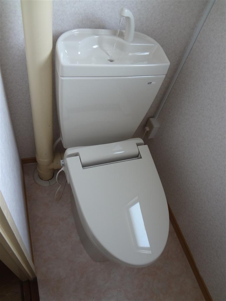 アパート トイレの結露に長年悩みました。 E