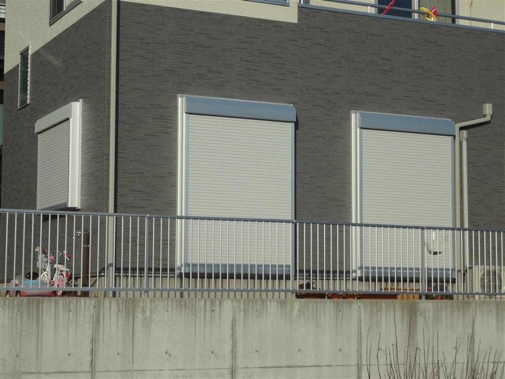 築2年住宅:シャッター雨戸を取付けてください。