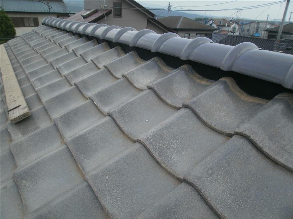 瓦屋根の雨漏り・・・予算を掛けないで棟だけを補強