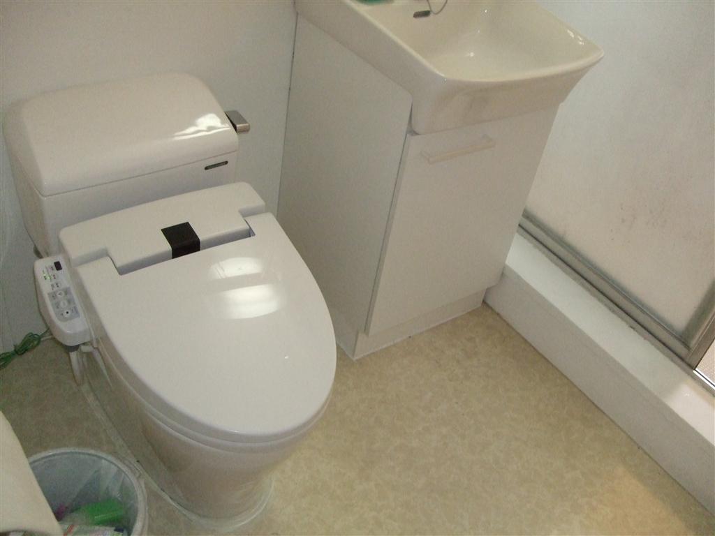トイレは手洗付タンクじゃ無くても、洗面あるし・・・
