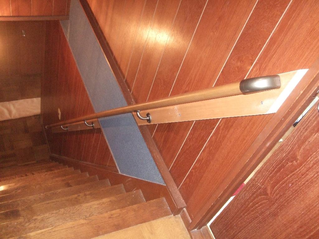 階段が怖い・・・手すりを取付け