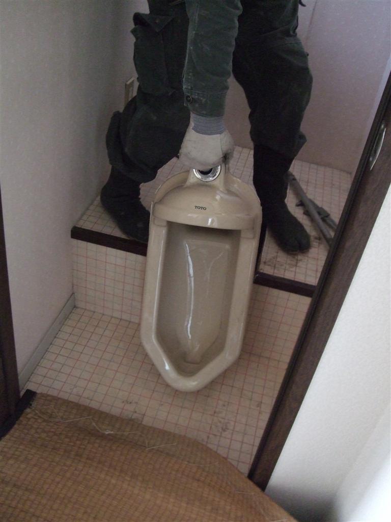 現在の和式トイレを最小限に解体して、洋式トイレに!:施工 ...