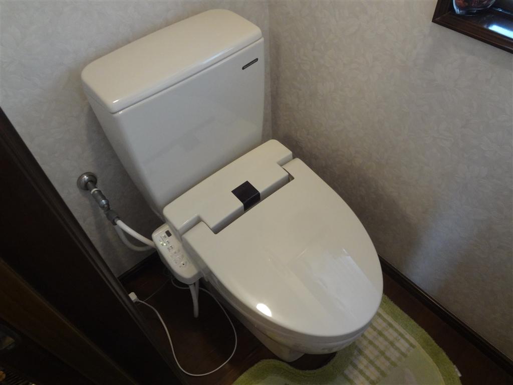 2Fはトイレを取替え!1Fは便座だけ取替えてください!