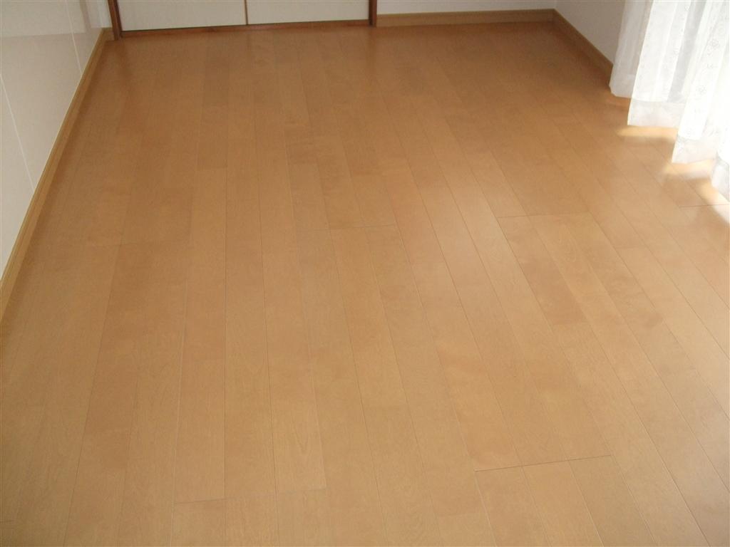 キッチンの位置変更に伴い、床を全て補修