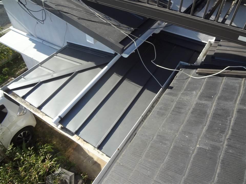 下屋根が多数ヶ所、雨漏り・・・ 玄関屋根
