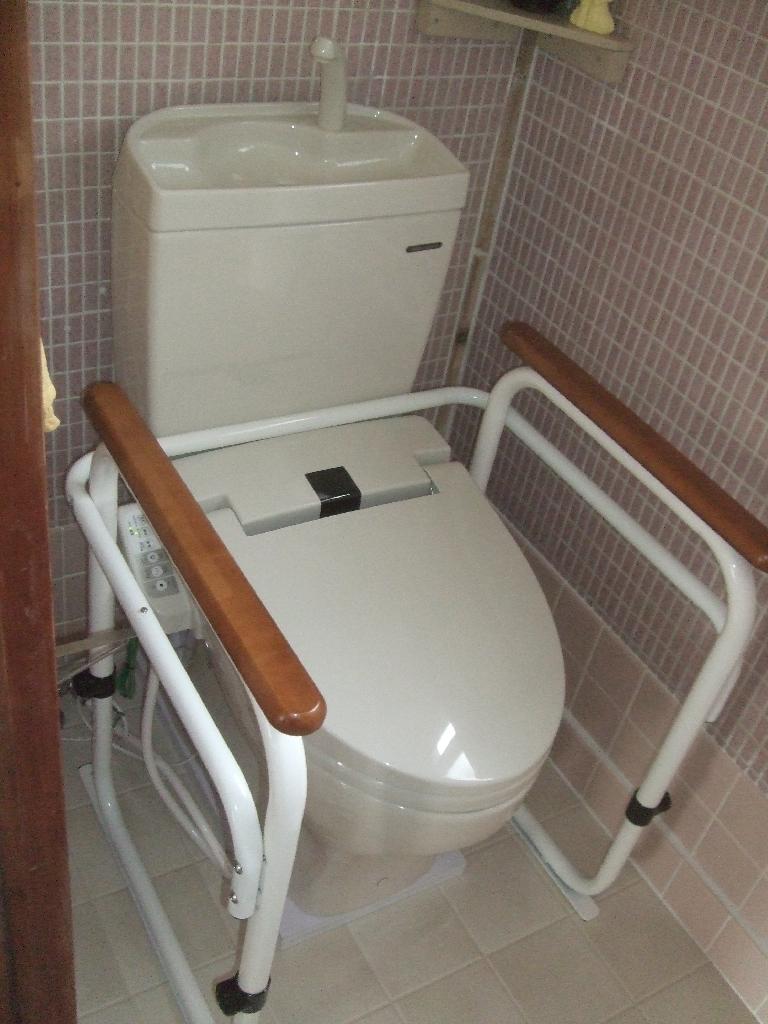 2Fトイレを膝が曲げられないので介護向けに改装