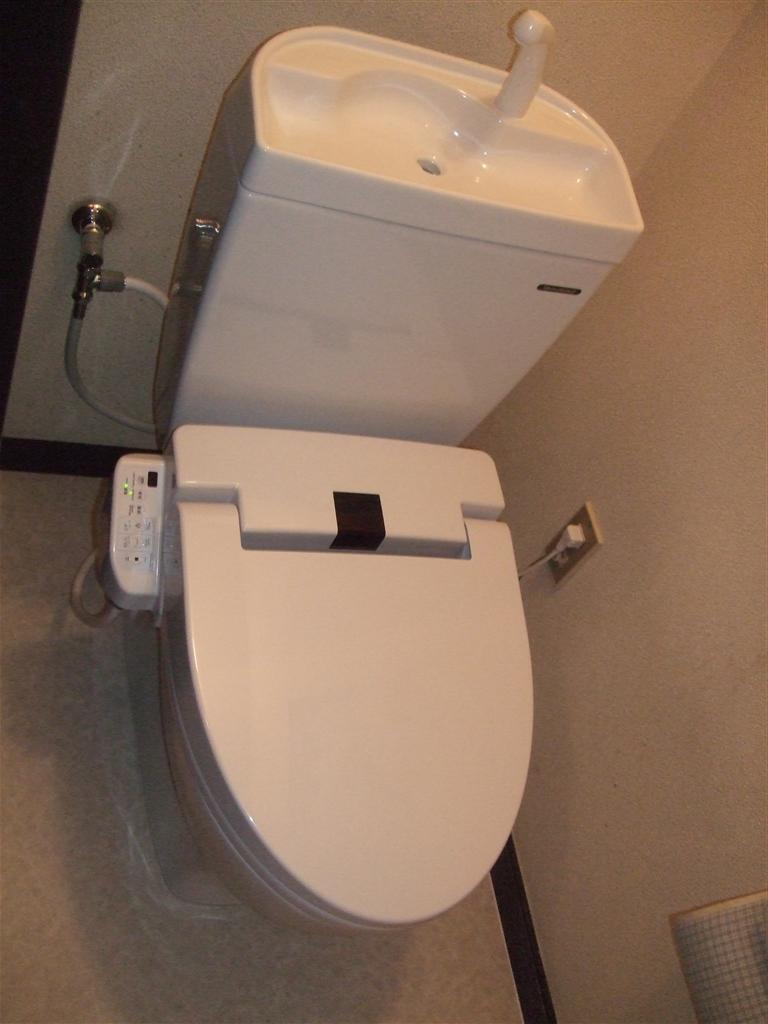 不調のトイレと台所水栓を取替えます!