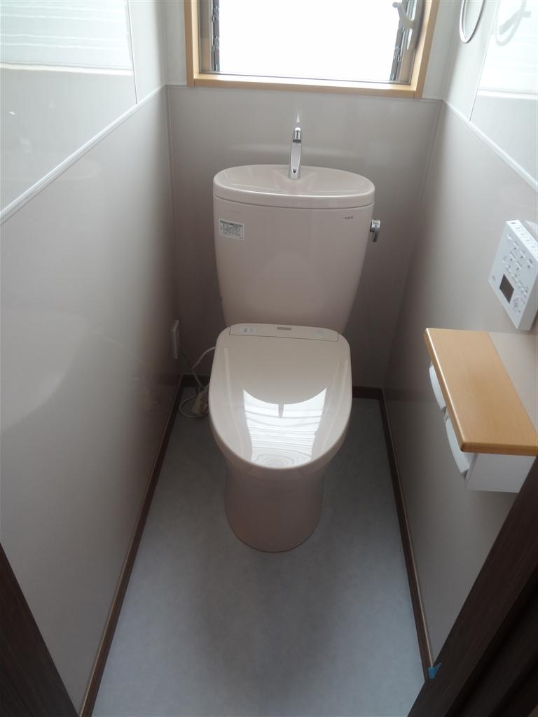 こうなったら建替え?2Fトイレ ピュアレストEX