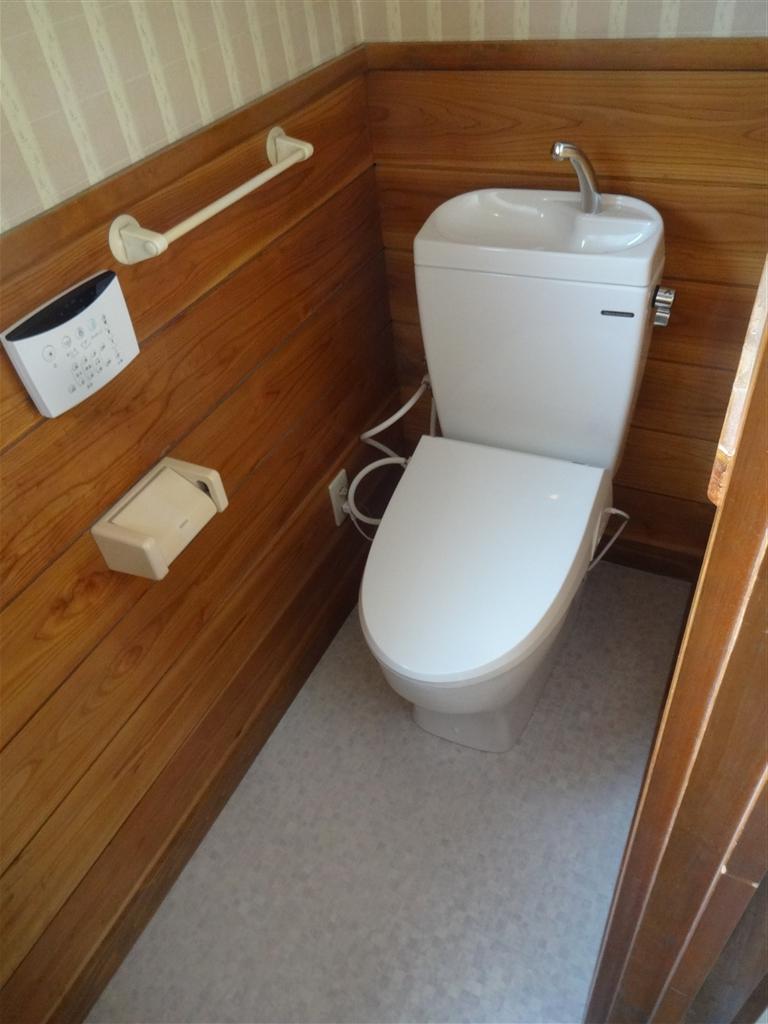 トイレの床が傷んでいて、便器が古いので・・・♪