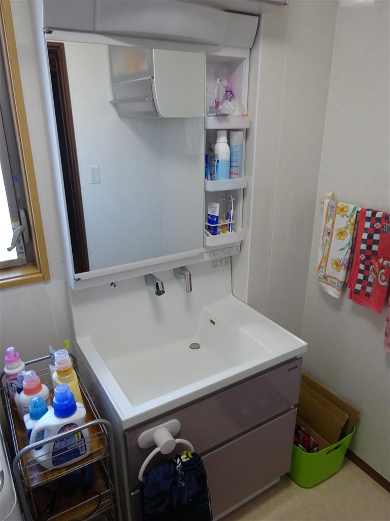 こうなったら建替え?洗面化粧台 ファミーユW900