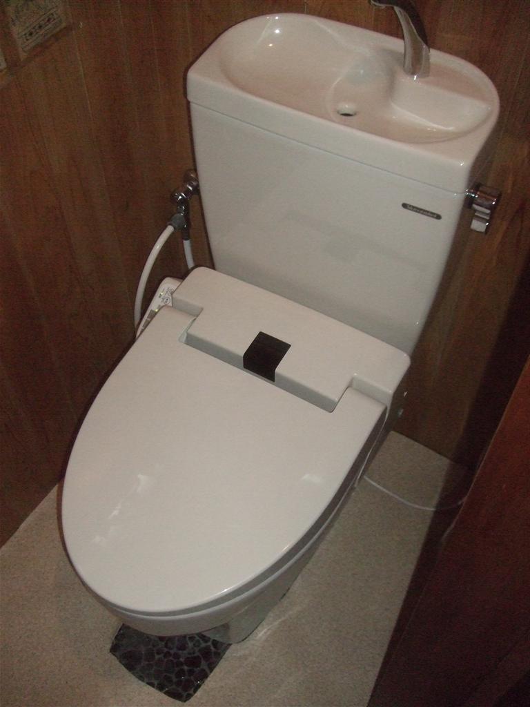 1Fのトイレは便器のみ取替えて!ティモニF