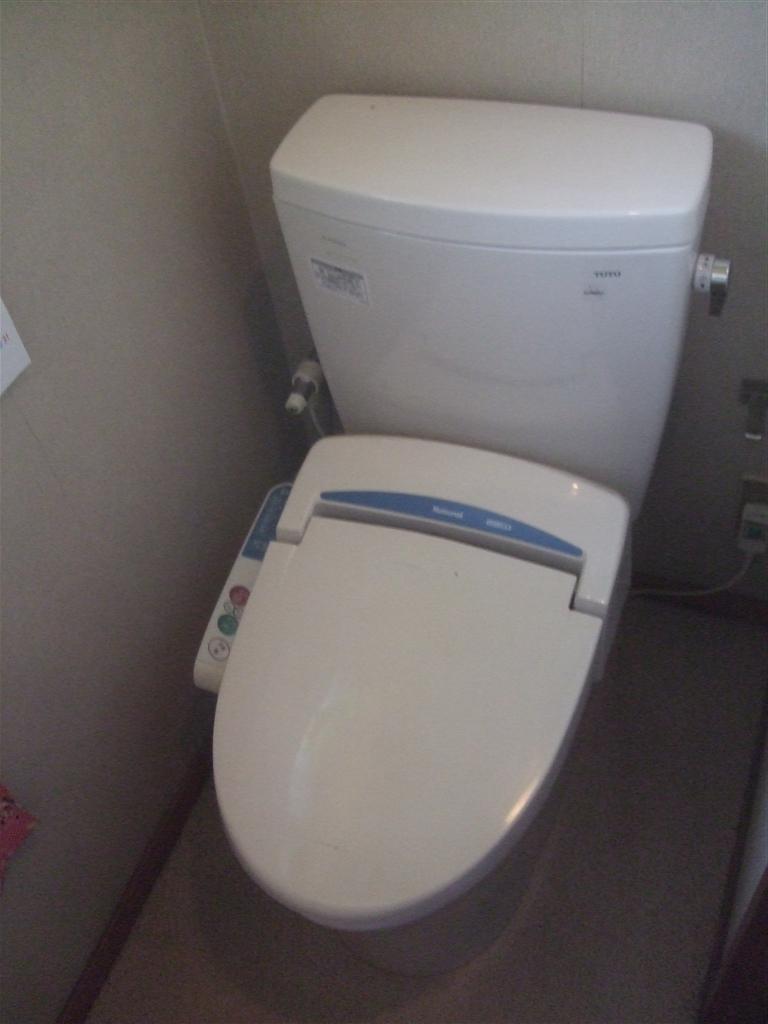 2Fのトイレは便座はそのまま便器・タンクだけ取替えて!ピュアレストQR