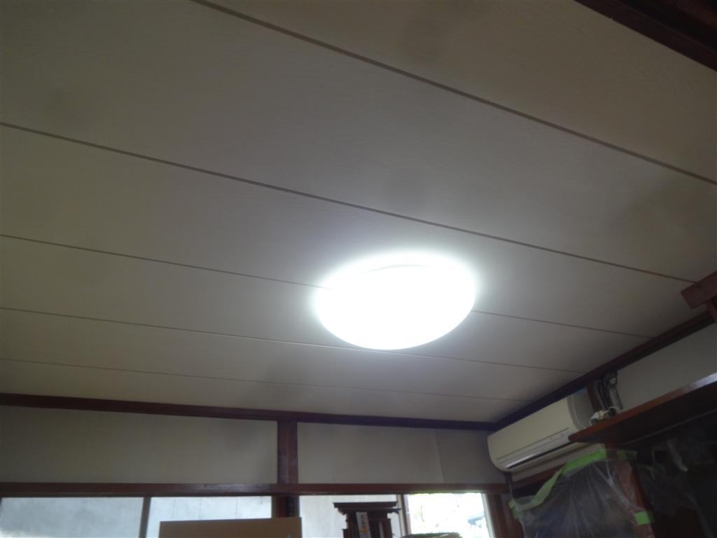 築58年住宅 いろいろと考えて!和室居間を改装2 天井・壁・柱塗装