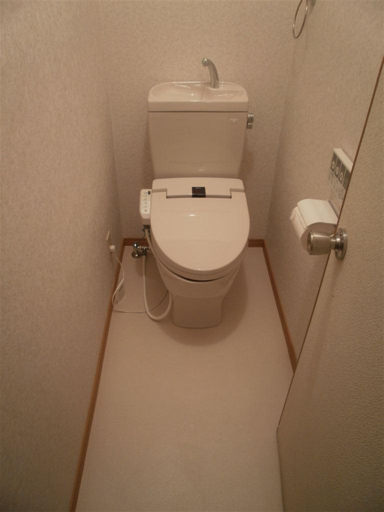 この際、2Fのトイレを洋式にします。