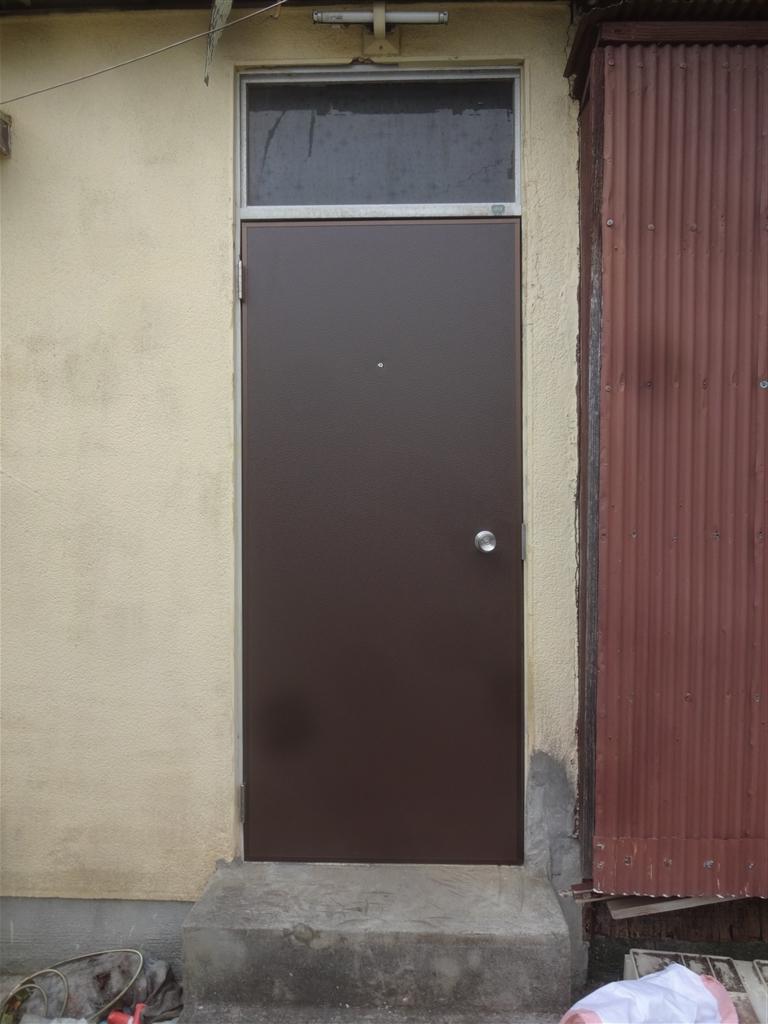 調子悪い!うちの勝手口扉だけを取替えてください!