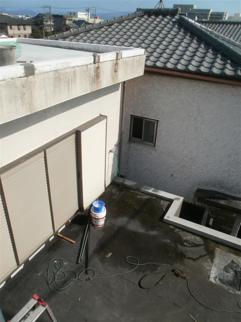 建直せない!・・・2年経ち 雨漏被害 階段撤去