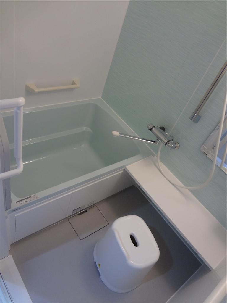 2Fの浴室を介護仕様に!システムバス ユアシス1216