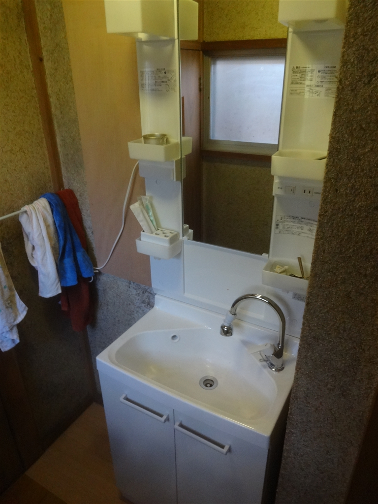 うちの水道はサビだらけ・・・廊下洗面化粧台