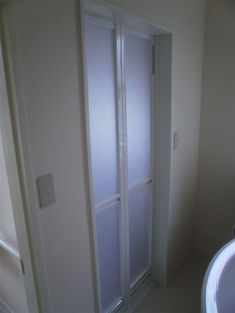 上下ある窓を下だけにして浴室改装 レラージュ 補修・組立施工