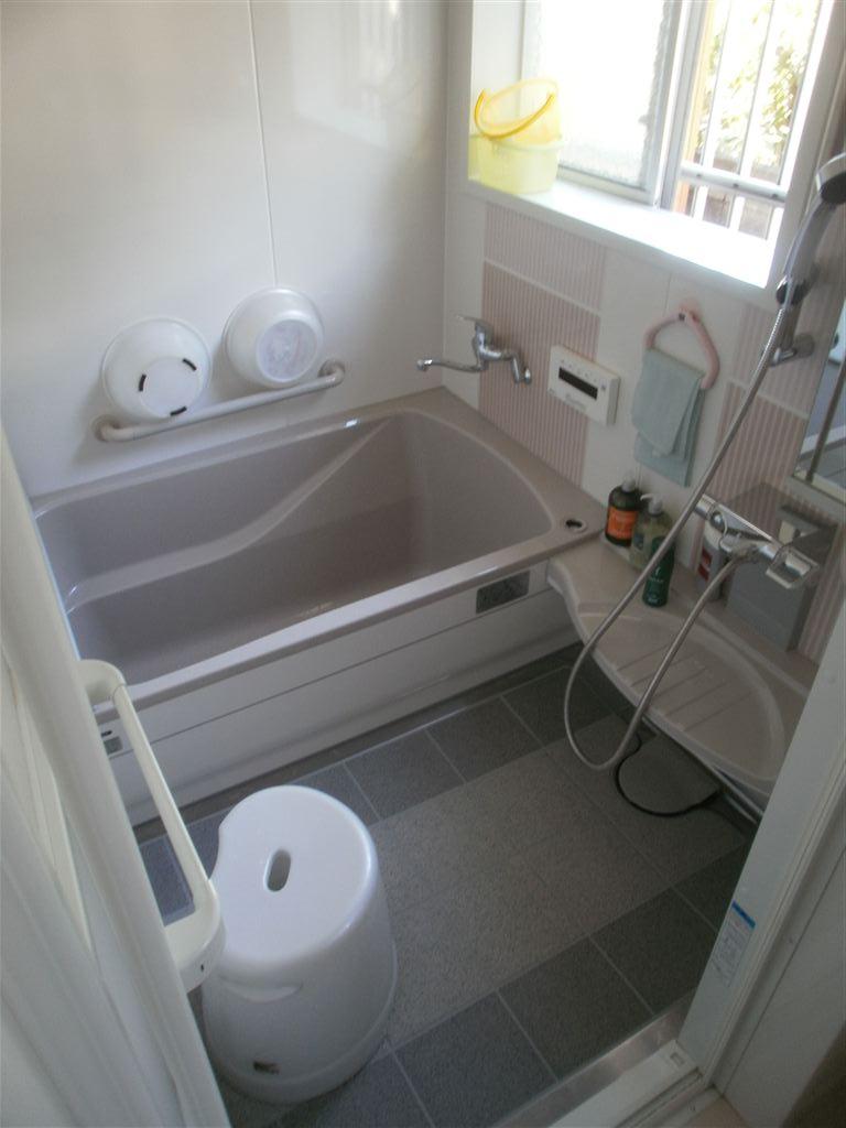 上下ある窓を下だけにして浴室改装 レラージュ