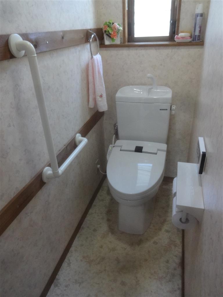 トイレも手すりを取付けて取替え!