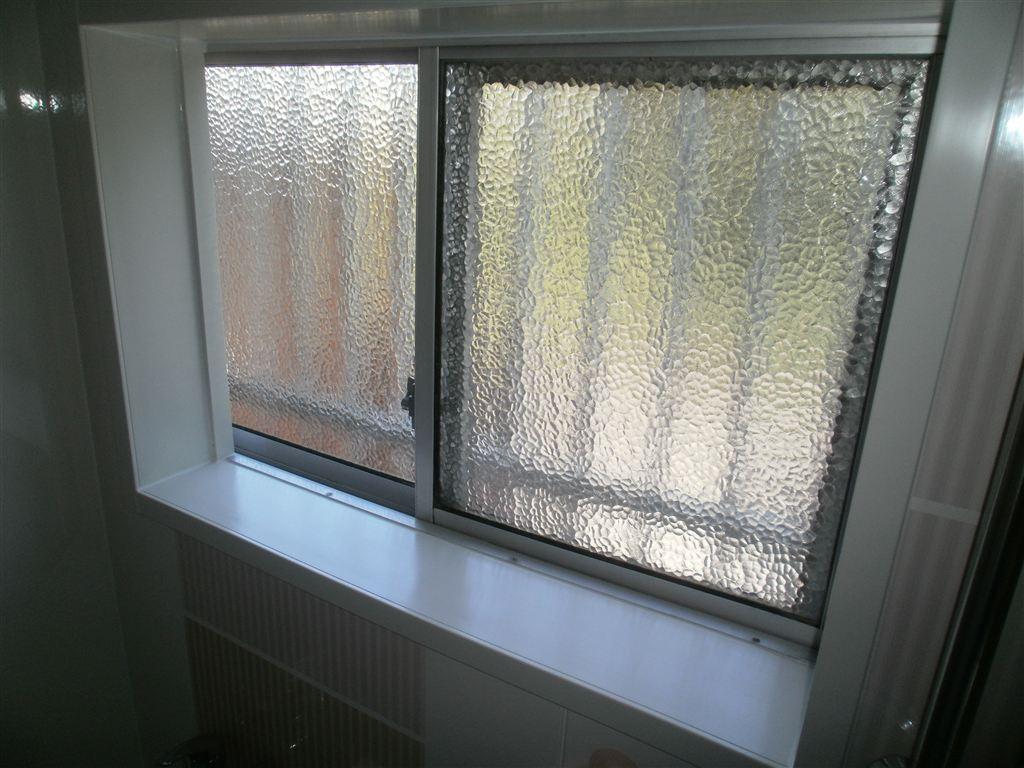 上下ある窓を下だけにして浴室改装 レラージュ 窓
