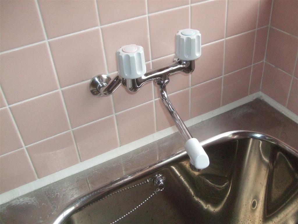 浴槽の排水栓が調子悪い!ホームセンターでも合わない♪浴槽水栓も♫