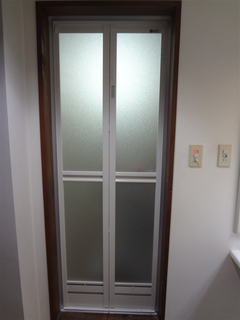 大掛かりな工事ではなく、浴室扉のみ取替え♪
