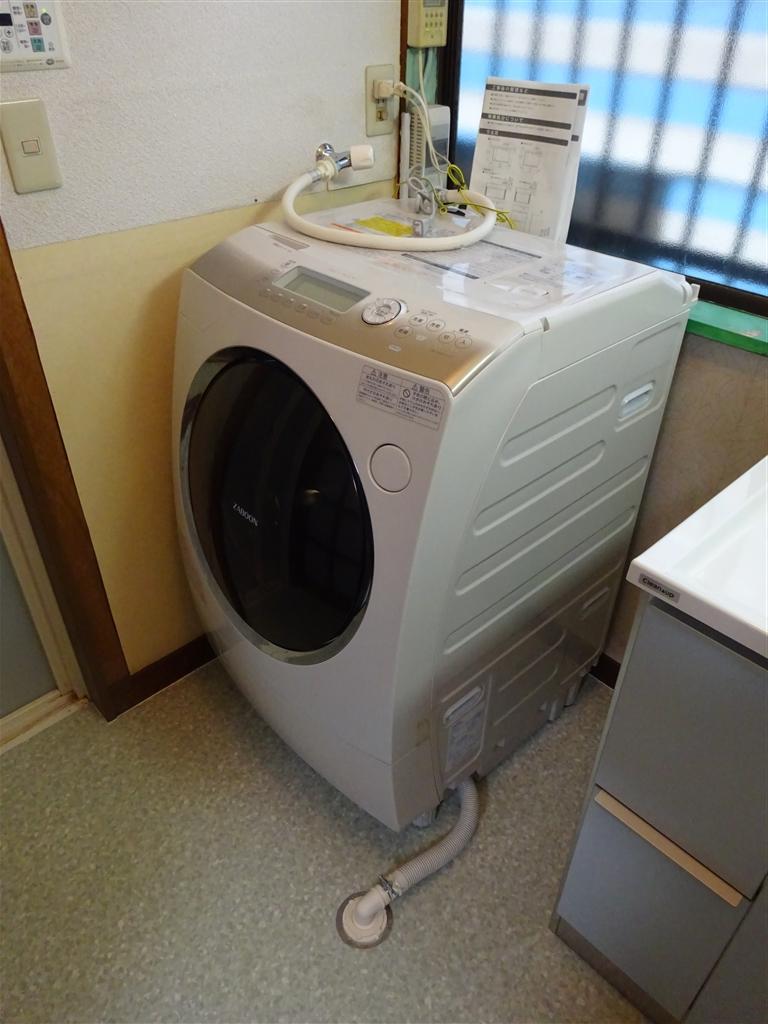 床を補修して脱衣場改装 洗濯機