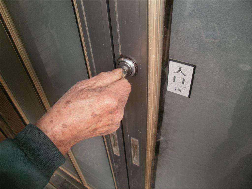 玄関扉取替え?鍵だけで!