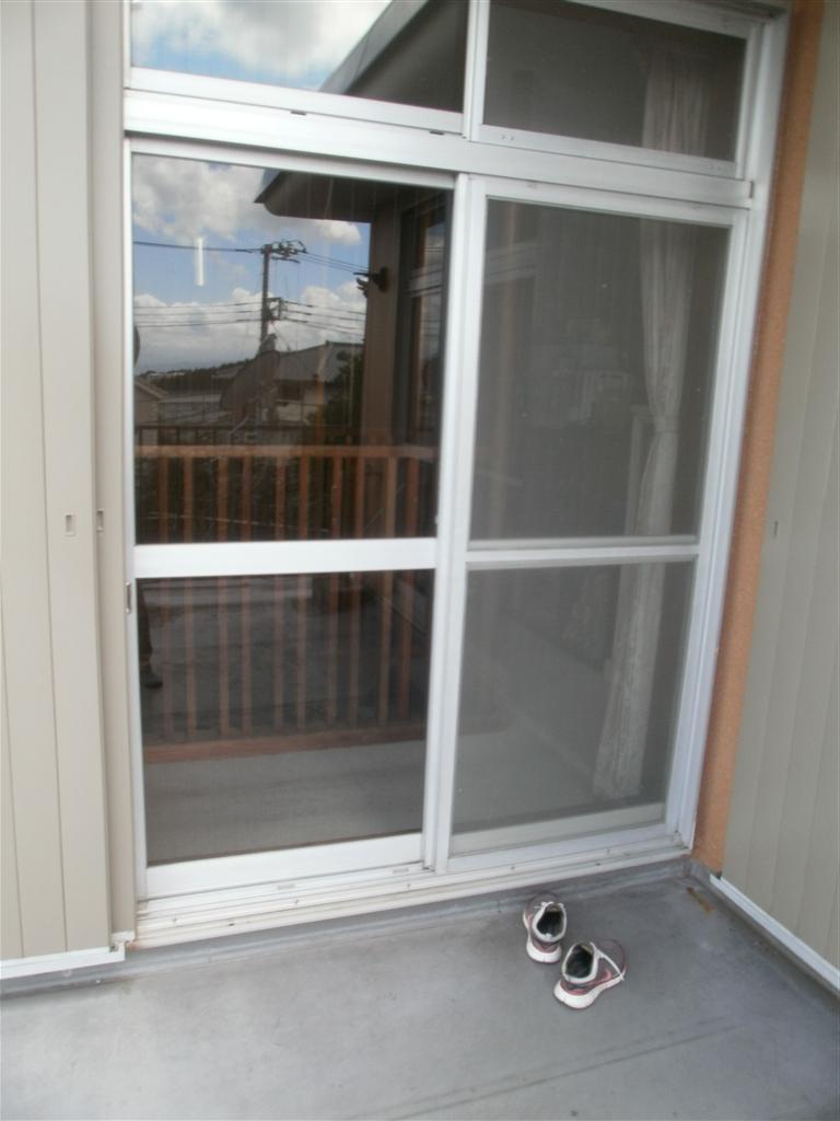 2Fの窓ガラス早急に対応!