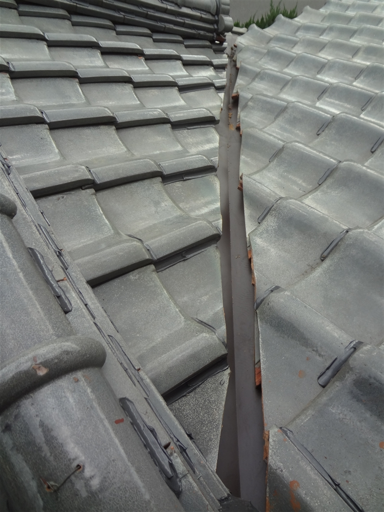 屋根が崩れないように!下屋根 玄関屋根 谷取替え