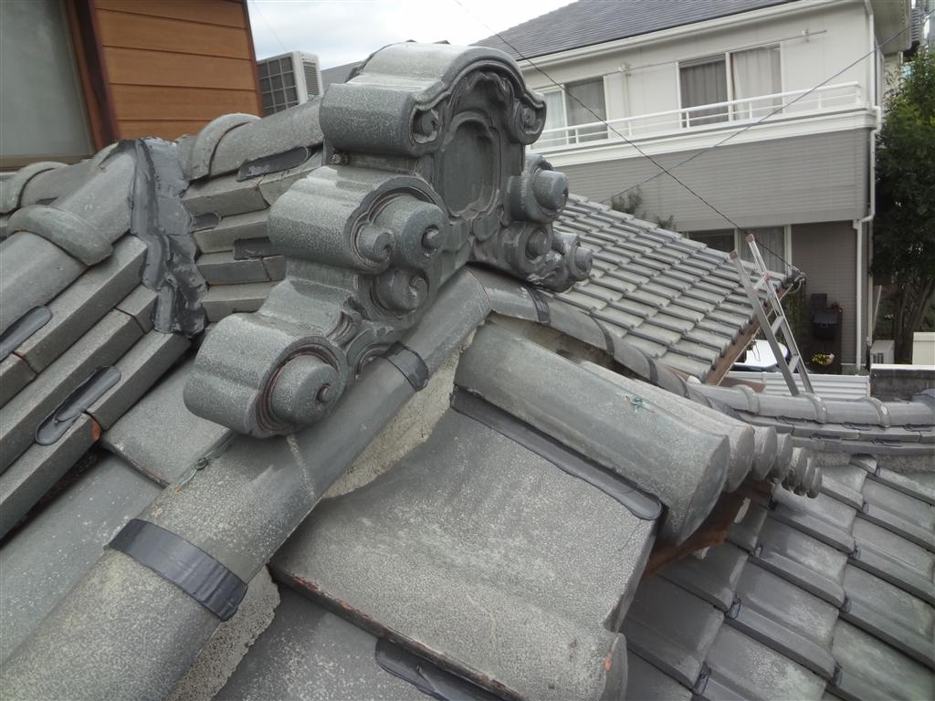 屋根が崩れないように!瓦ボンドロック施工 巴部分